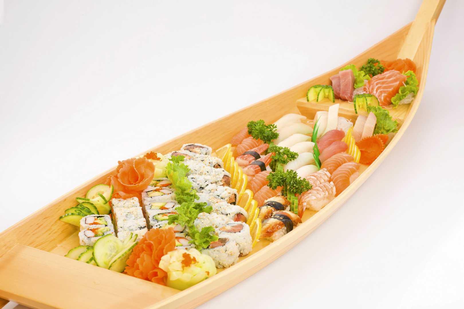Sushi, Maki, Sashimi Boat